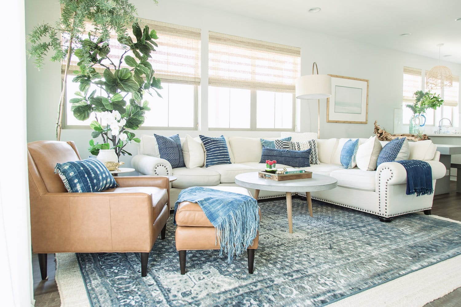 I just love the colors in this coastal living room!