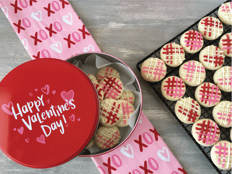 This melting moments cookie recipe is so delicious and such a great gift idea for Valentine's Day! A simple and easy to follow baking recipe. #valentinesday #valentinescookie #cookierecipe #valentinesdayideas