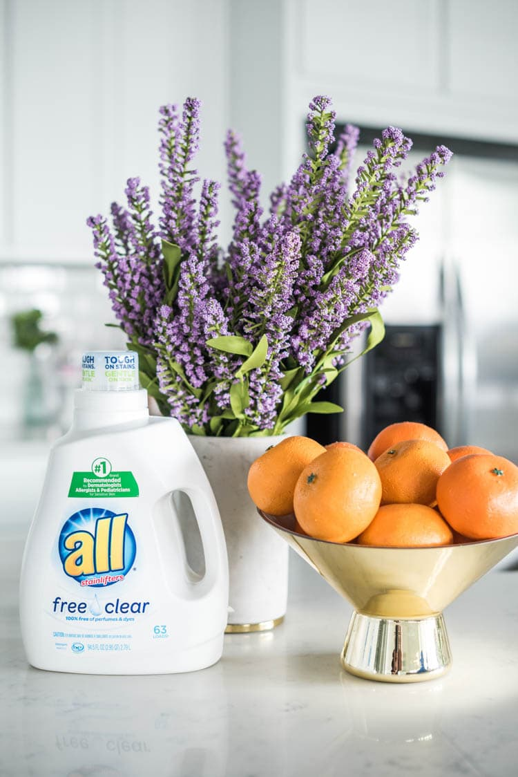 Using all Free Clear is the best way to combat those seasonal allergies when you have sensitive skin. #ad