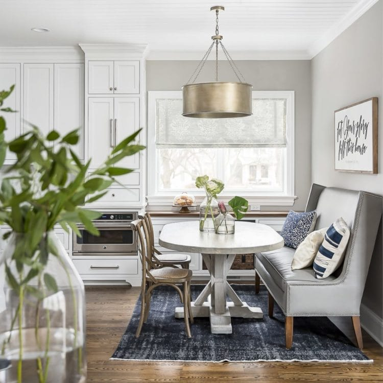 Love the modern touches in this breakfast nook that still has a farmhouse flare!