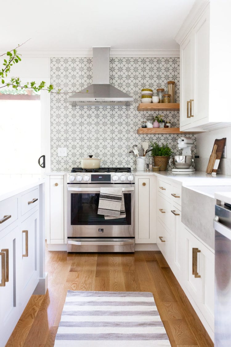 In love with all the details of this newly updated kitchen!