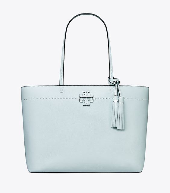 Love this gorgeous color of this Tory Burch bag and it is on SALE!!!! #toryburch #handbag #blue #summeroutfit