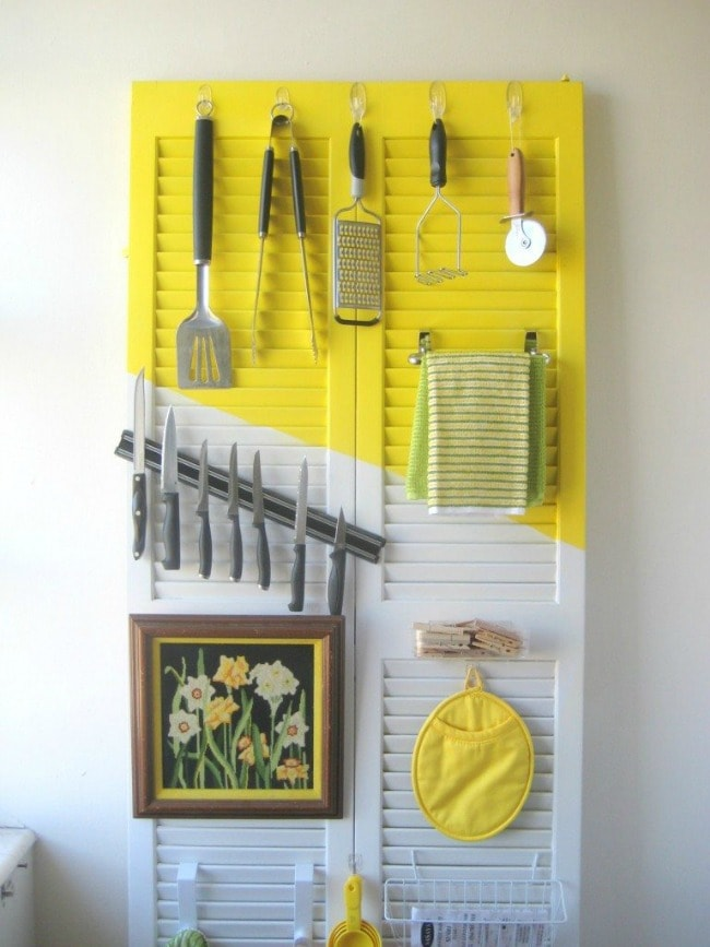 I love the pops of yellow, especially in a kitchen! CRAFT, 15 Things to do with Command Hooks in your Home