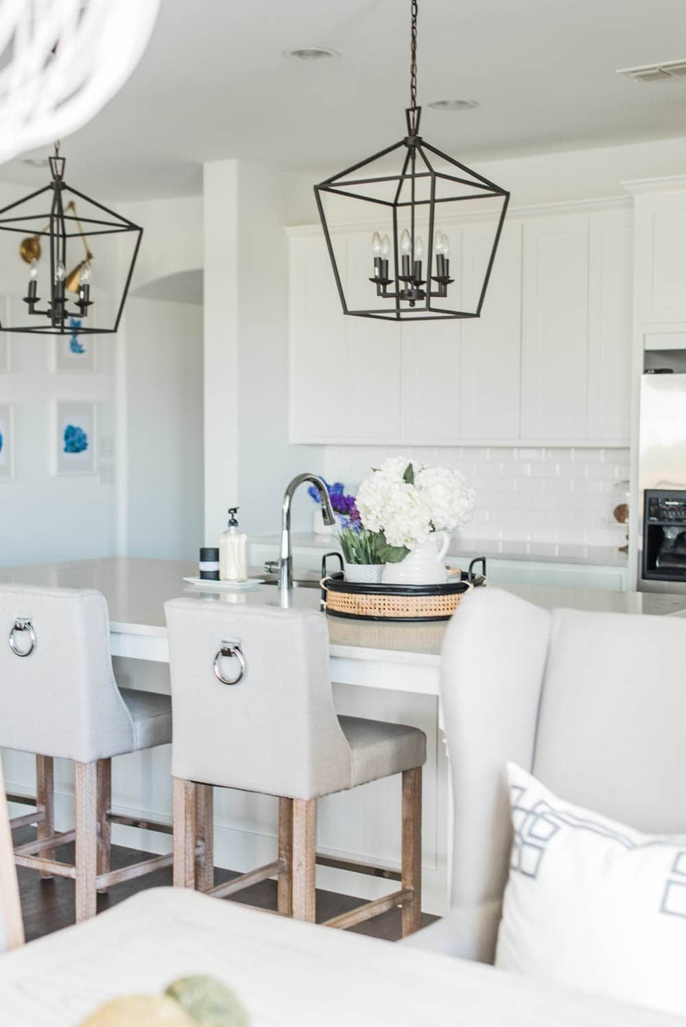 Beautiful summer accents in this all white kitchen. More white kitchen ideas on https://ablissfulnest.com #ABlissfulNest #whitekitchen #kitcheninspiration #kitchenideas