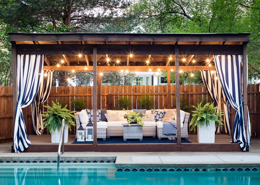 Such gorgeous blue and white details in this pool cabana!