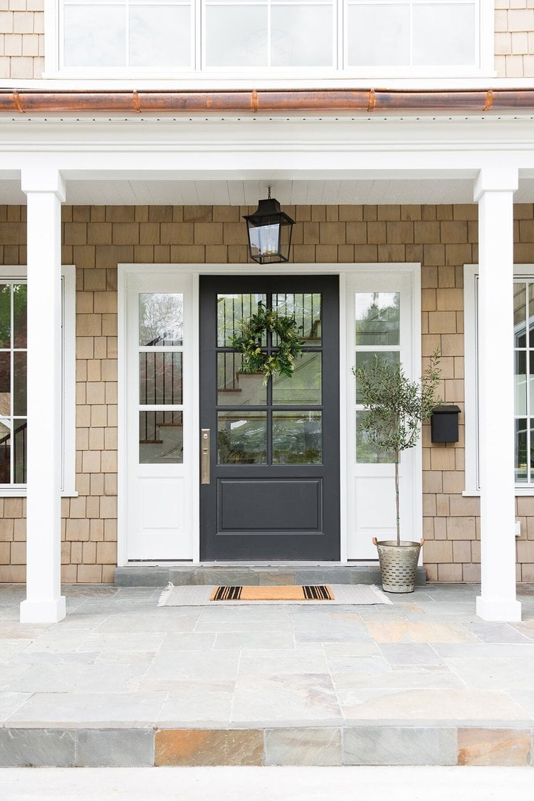 Love the entry details of this home by Studio Mcgee #homedecor #frontdoor #entryway