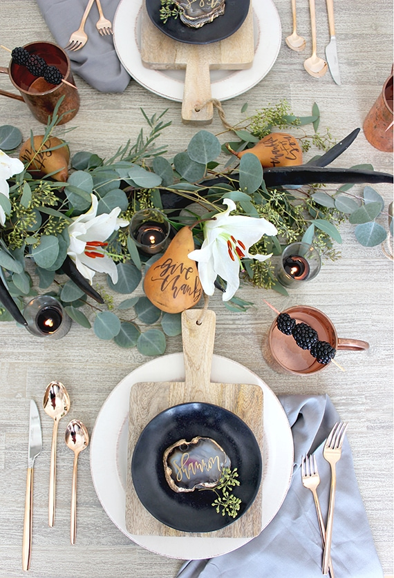 This is such a gorgeous centerpiece for this Thanksgiving dinner!