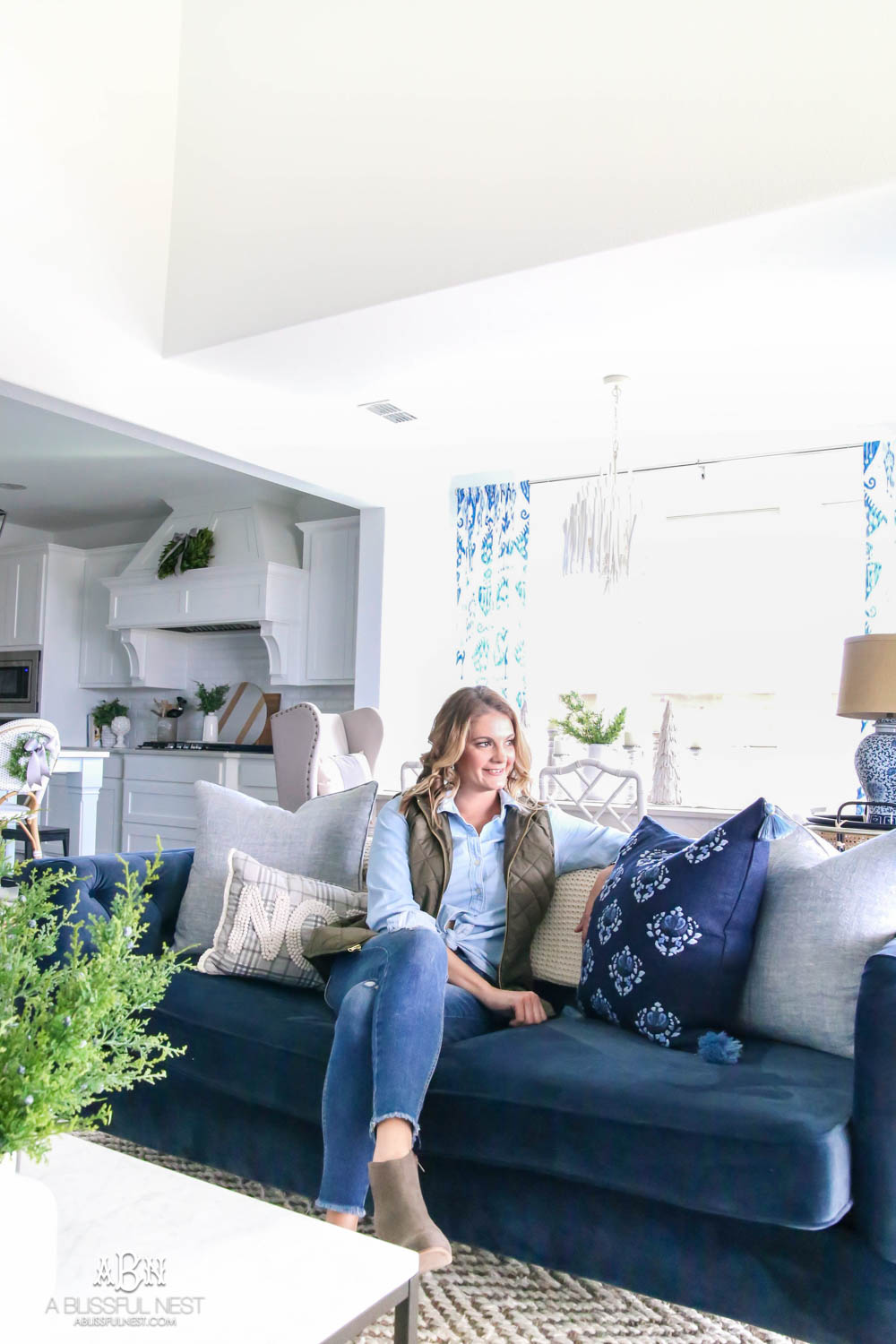 It can be hard to set goals for the New Year for your home but I've come up with easy tips to set New Year's Resolutions for your home you can stick to! #ad #opendoor #newyears