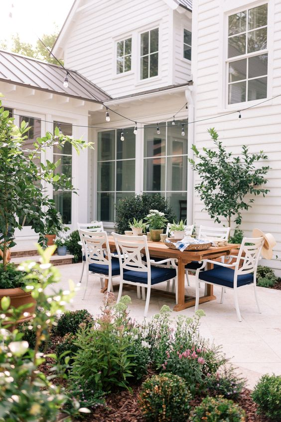 The dreamiest patio by Gal Meets Glam.