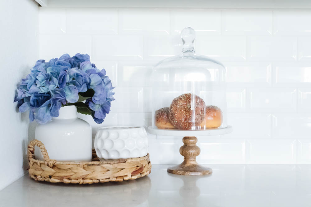 Bring summer décor into your kitchen with these fresh and simple summer kitchen decorating ideas. #ABlissfulNest #summerhomedecor #summerstyle