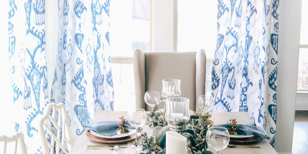 Beautiful shades of blue to create a simple fall table for Thanksgiving. #thanksgiving #falldecor #fallideas