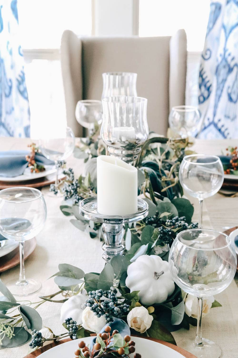 Harvest Fall table decor idea with shades of blue pumpkins. #falldecorating #fallinspiration #thanksgiving