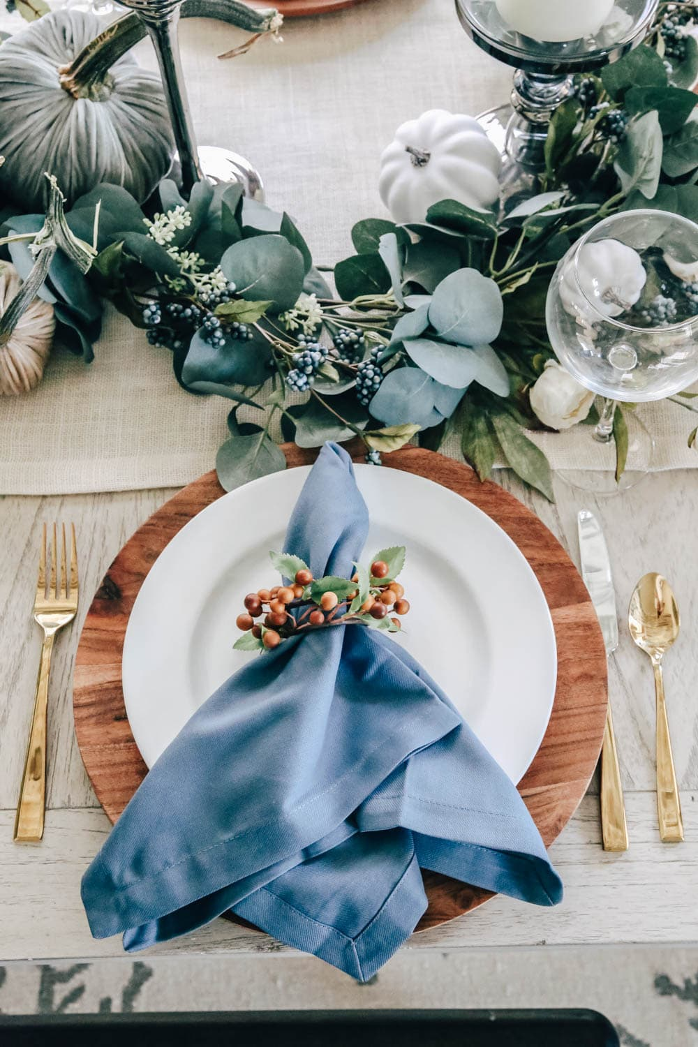 Beautiful shades of blue in napkins, pumpkins and berries for a simple Thanksgiving Table for fall. #falldecor #Thanksgiving #falltable