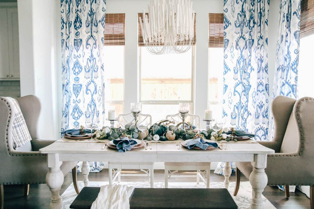 Using shades of blue to create a harvest table for Thanksgiving. #falldecor #thanksgiving #fallinspiration