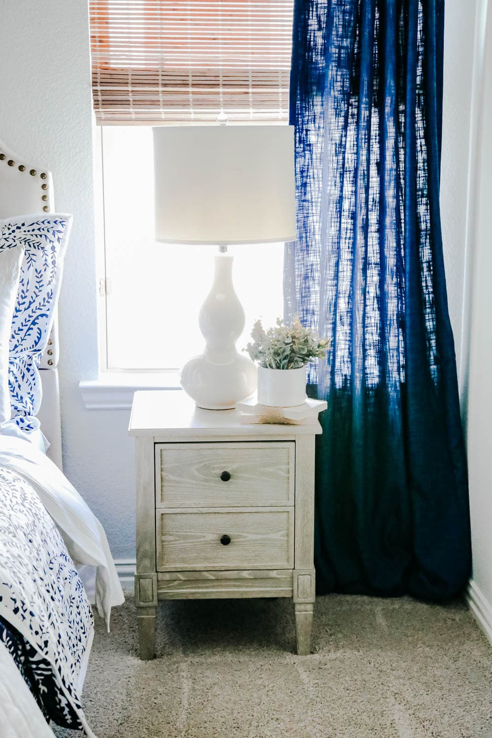 Use table lamps next to the bed to make the guest room feel cozy. #ABlissfulNest #guestroom #bedroomdecor