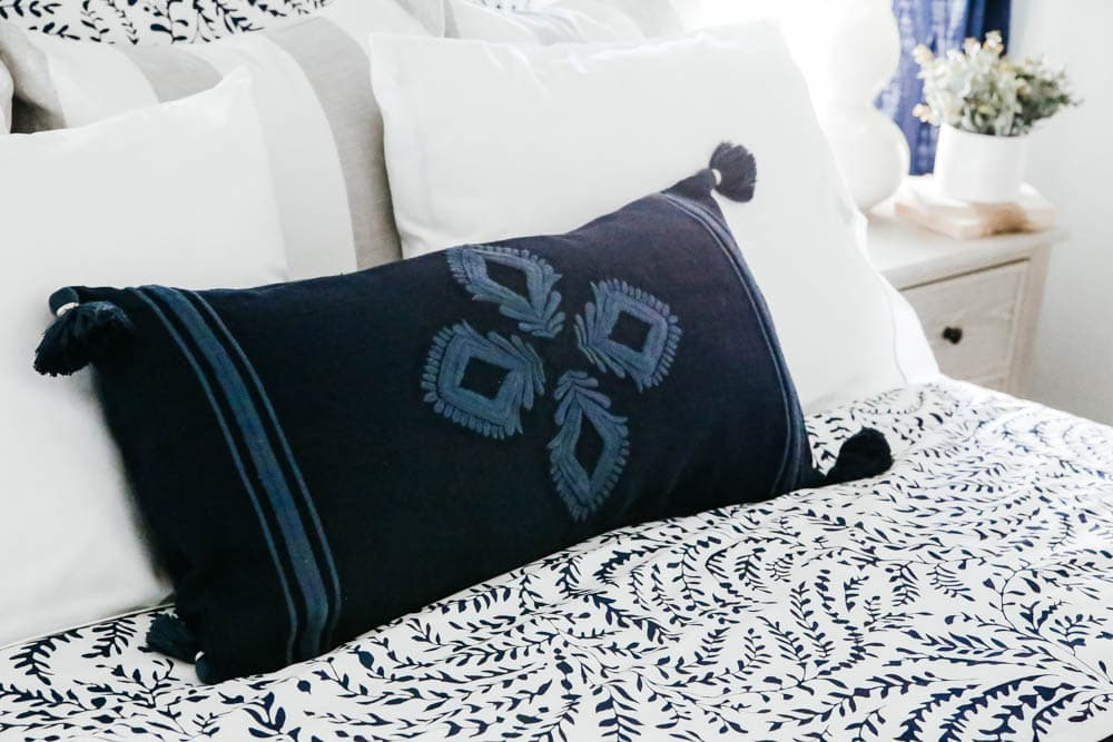 Beautiful rich navy blue pillow. Perfect accent pillow. #ABlissfulNest #guestroom #decorstyling