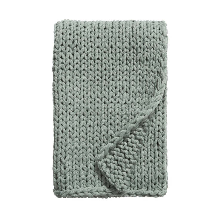 This chunky knit throw blanket comes in 6 colors! #ABlissfulNest