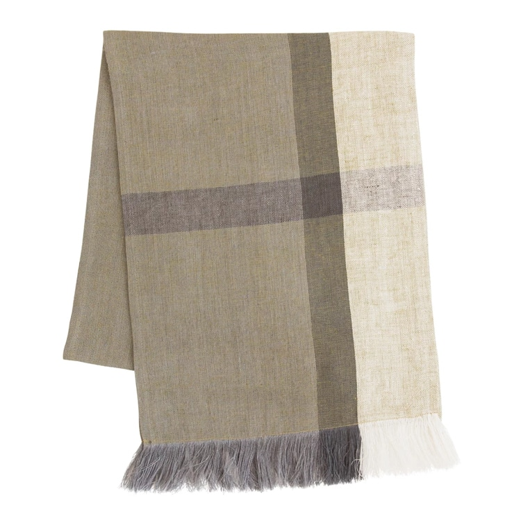 This block-striped table runner is neutral but still will make a statement on your fall table. #ABlissfulNest