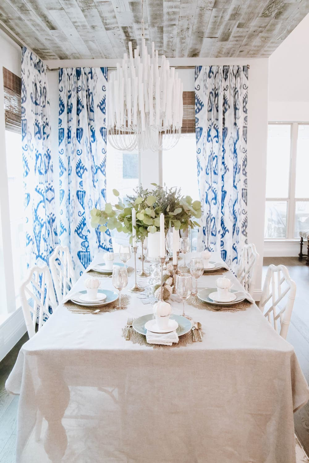 Using white and gold for a beautiful fall tablescape. #ABlissfulNest #falldecor #falltable #thanksgiving