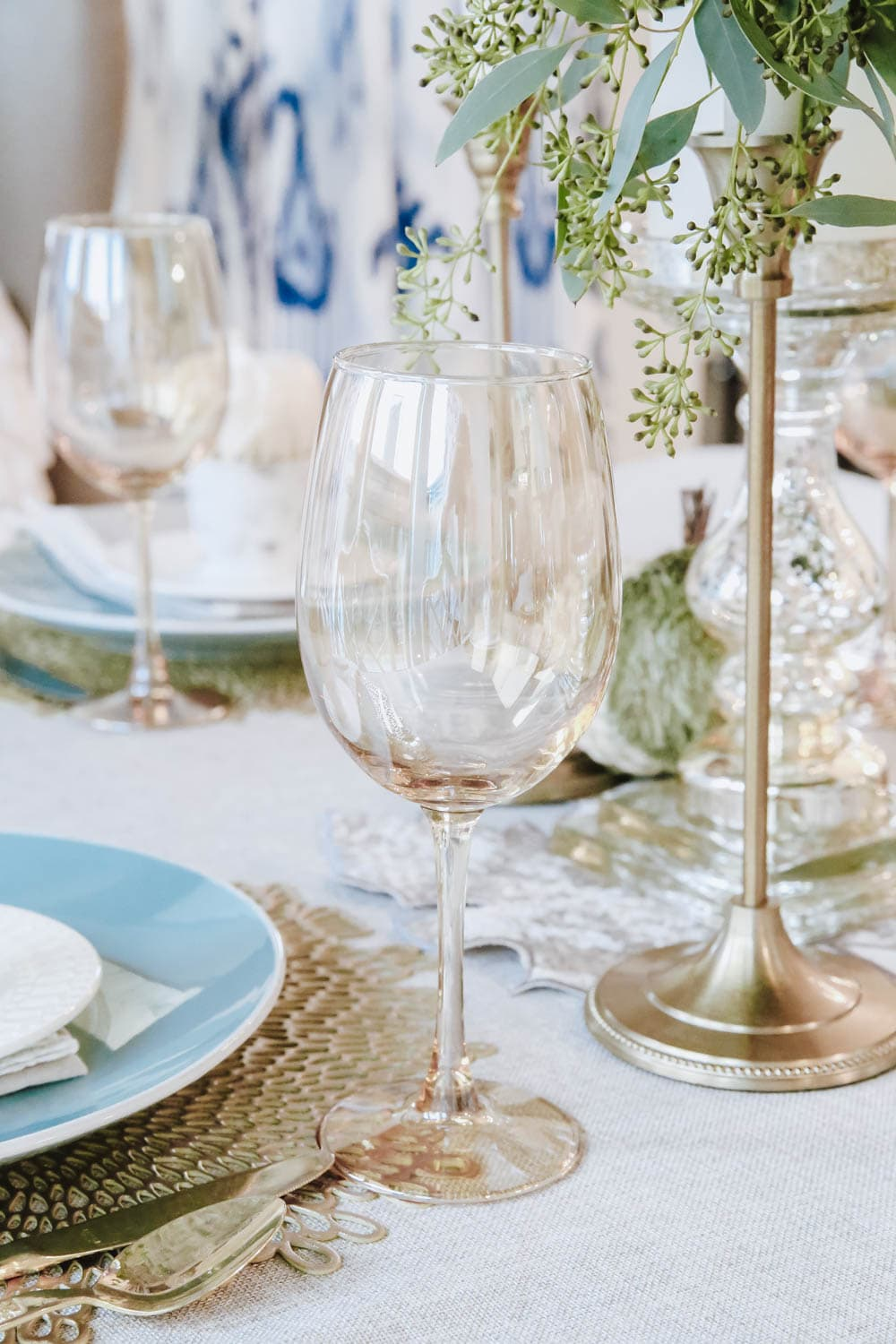 Beautiful gold glassware accents this white and gold fall tablescape. #ABlissfulNest #fallinspiration #falldecor #Thanksgiving