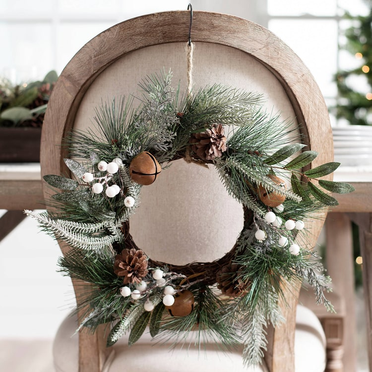 These mini wreaths are perfect to add to the backs of your dining chairs this holiday season, your guests will love them! #ABlissfulNest
