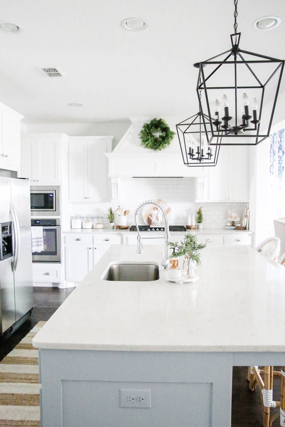 White kitchen with winter green Christmas decor. #ABlissfulNest #Christmasdecor #holidaydecorating