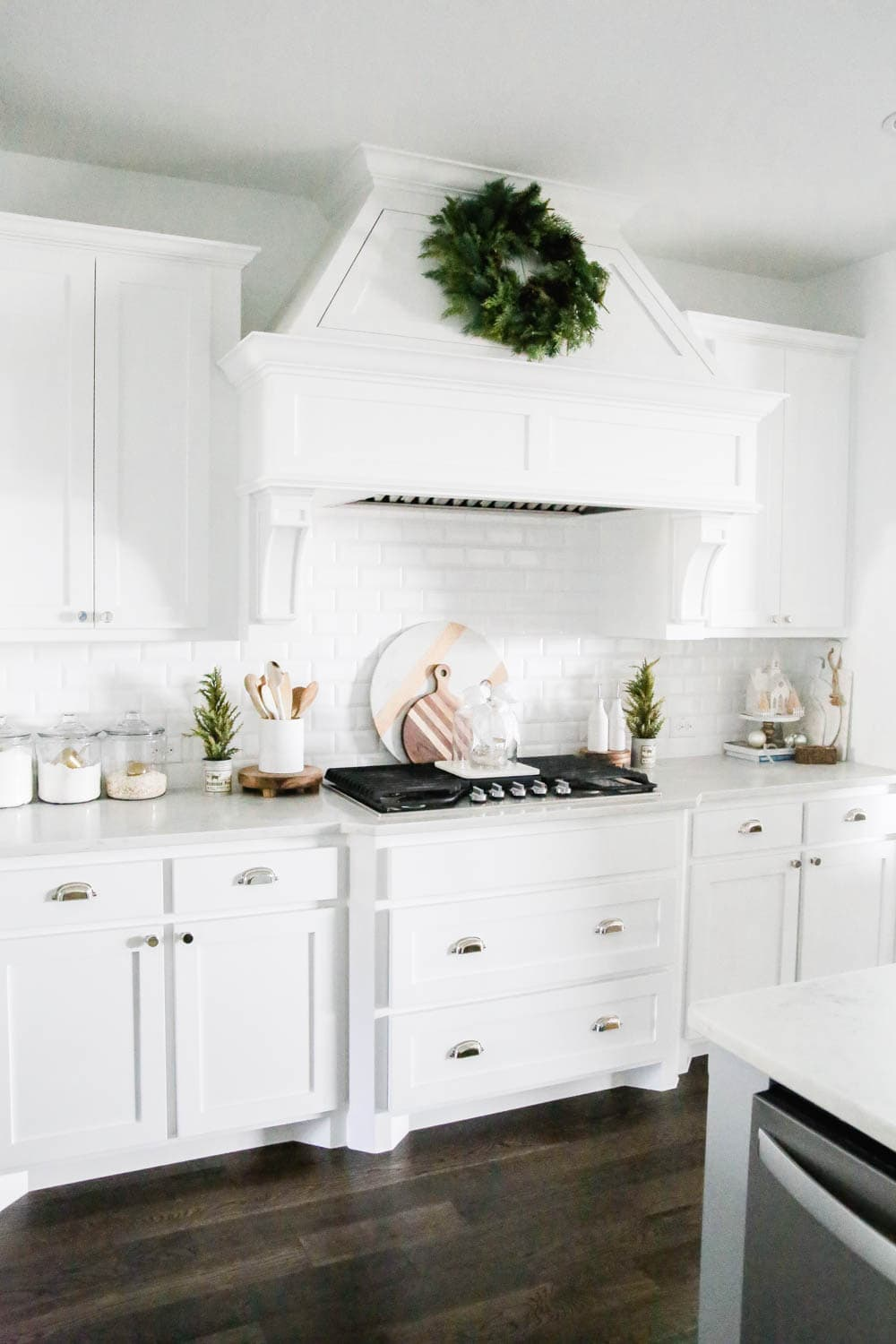 Christmas wreath on kitchen hood, Christmas decorating accents in the kitchen. #ABlissfulNest #whitekitchen #Christmaskitchen