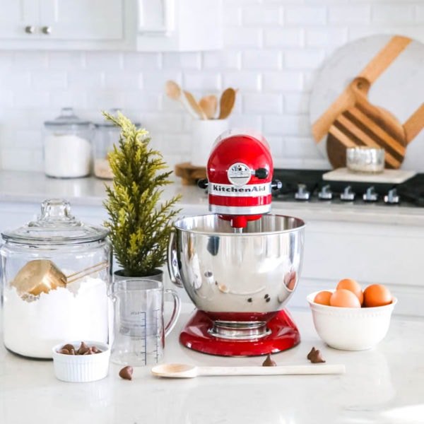 If you have a baker in the family or a friend who loves to cook, then these KitchenAid pieces from Walmart are the perfect gift! #Walmart #HolidayGifting #KitchenAid #MarksofMaking #ad
