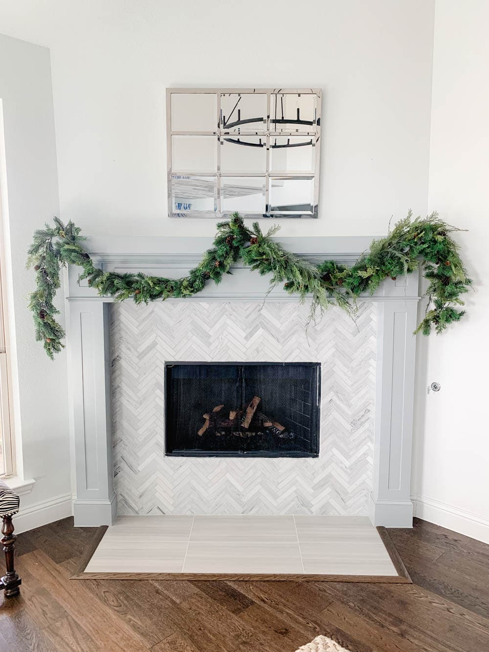 Get my tips to hang your garland for the holidays without damaging your walls! #ABlissfulNest #christmasdecor #christmasmantle