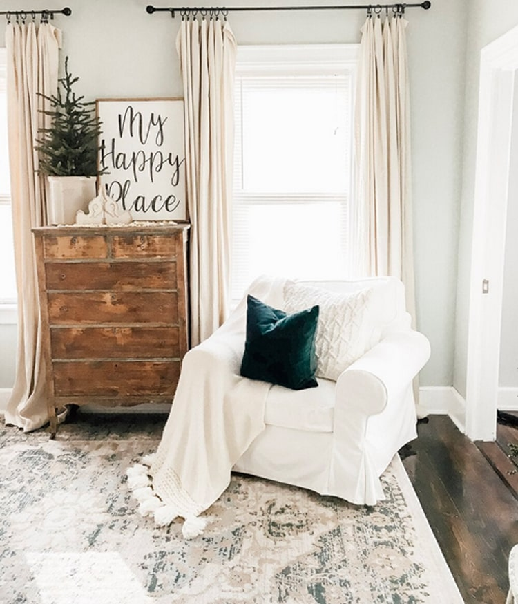 This beautiful, simple winter living room by Michaela Diane Designs is so perfect for a January living set-up!
