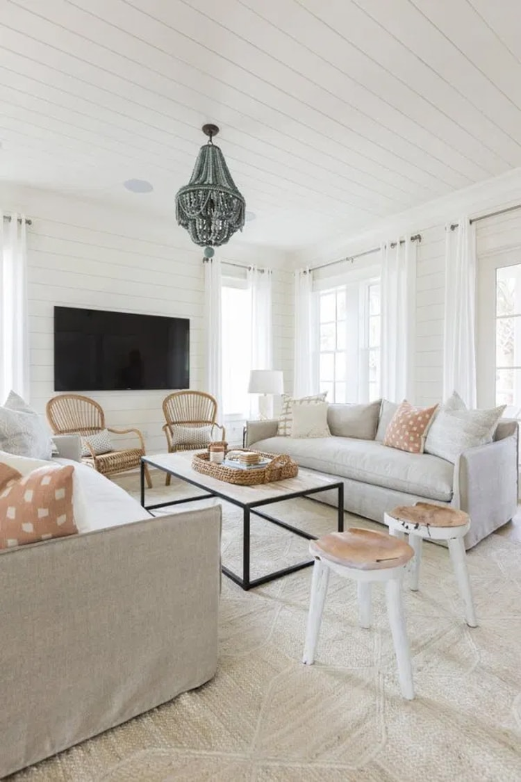 This gorgeous beachside bungalow is too stunning!