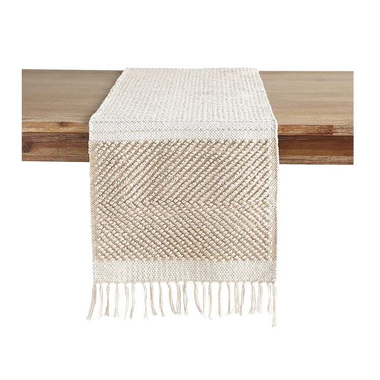 A table runner you can use year-round, but especially so this spring and summer! #ABlissfulNest