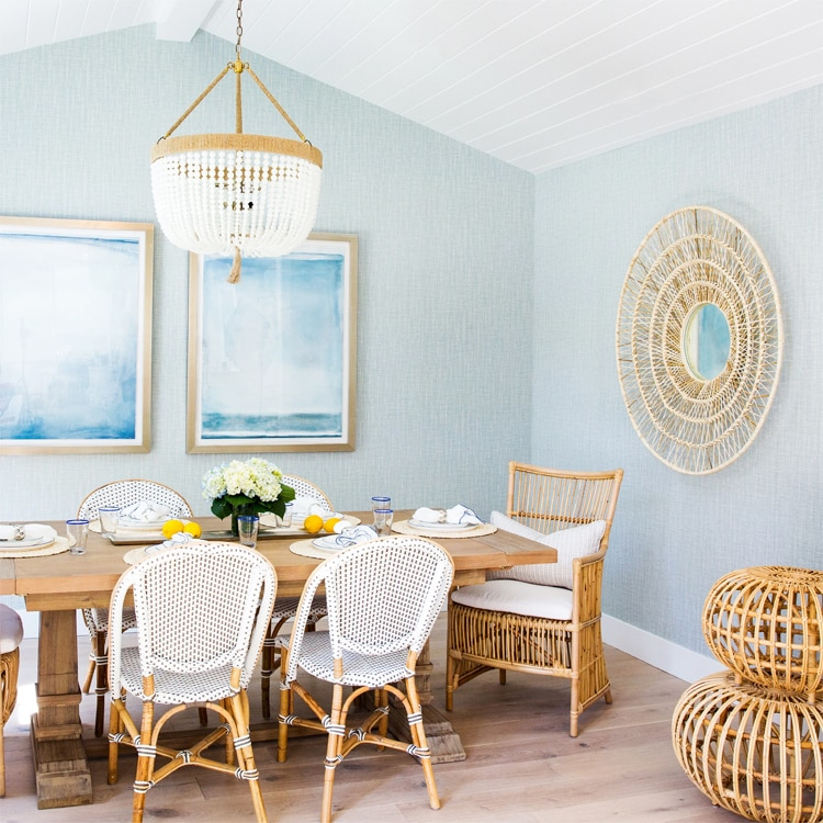 This beautiful, coastal dining room by Water Leaf Interiors is SO dreamy!