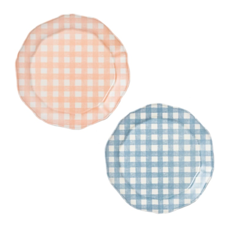 These gingham dinner plates are so pretty and perfect for spring! #ABlissfulNest