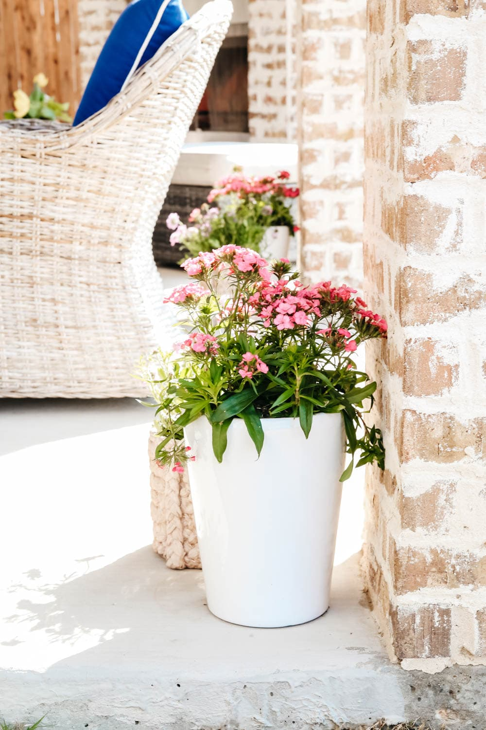 Spring planters on a patio add color. #ABlissfulNest #patio #gardening #outdoor #backyard