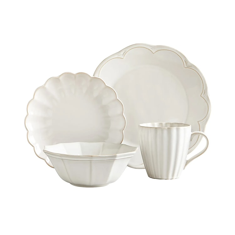 This scalloped dinnerware set is too pretty! Something different and classic. #ABlissfulNest