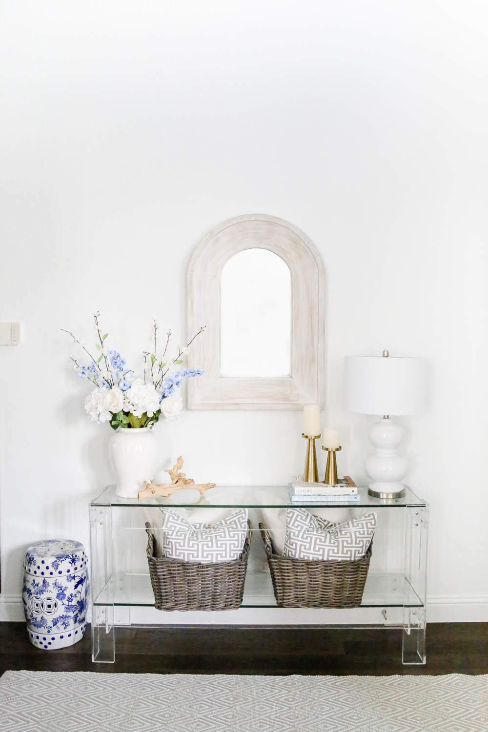 Entryway spring decor, lucite table, styling tips for spring. #ABlissfulNest #springdecor #springdecoratingideas