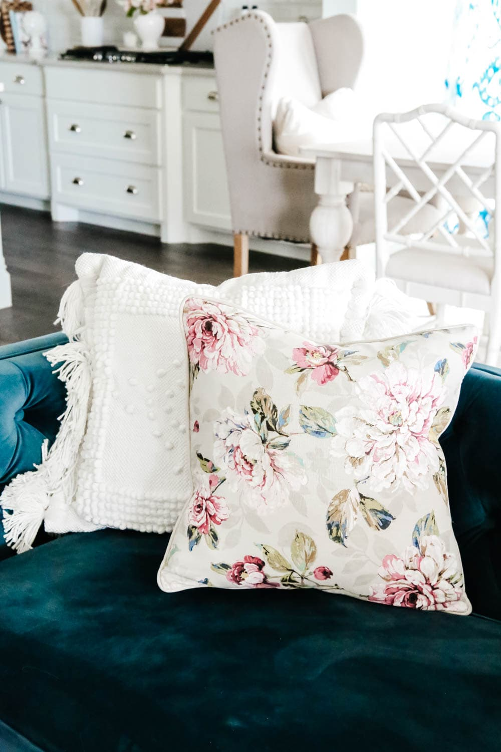 Pillow patterns for spring or summer. Lots of texture mixed with a sophisticated floral. #pillowstyling #pillow #livingroominspo #hometour #ABlissfulNest