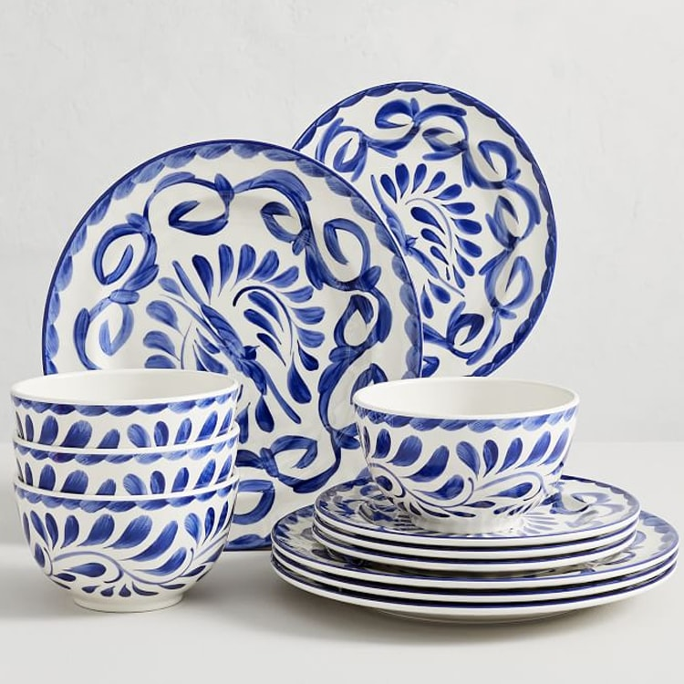 This melamine dinner set is perfect for outdoor entertaining! #ABlissfulNest