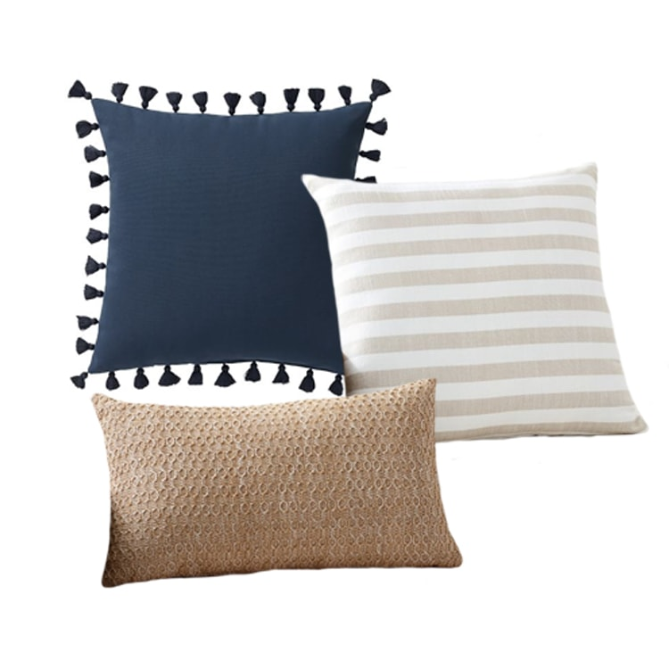 A pretty pillow combo for your patio this summer! #ABlissfulNest