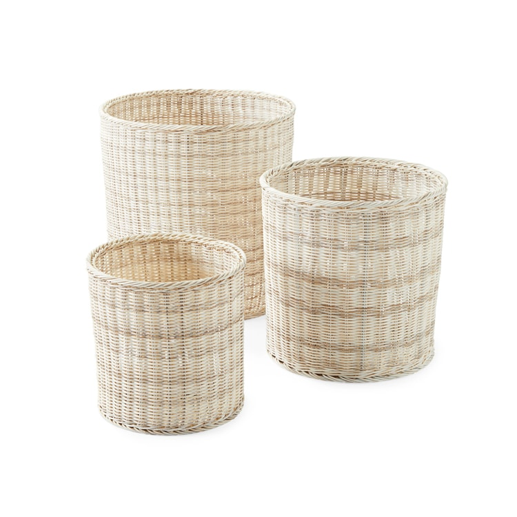 These rattan planters are a must to add to your outdoor living space! #ABlissfulNest