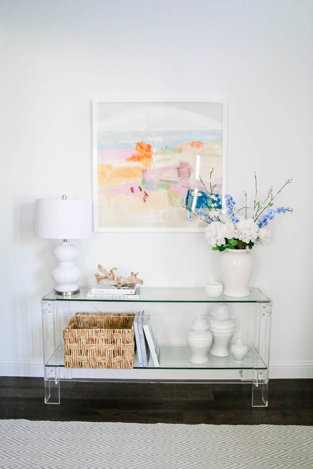 Art can transform a space and add some much pattern and color. #entryway #designtips #ABlissfulNest
