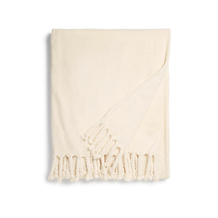 This tassel throw blanket is soo cozy and on major sale! #ABlissfulNest