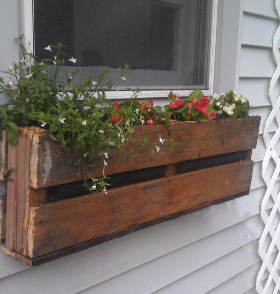 DIY pallet window sill box design