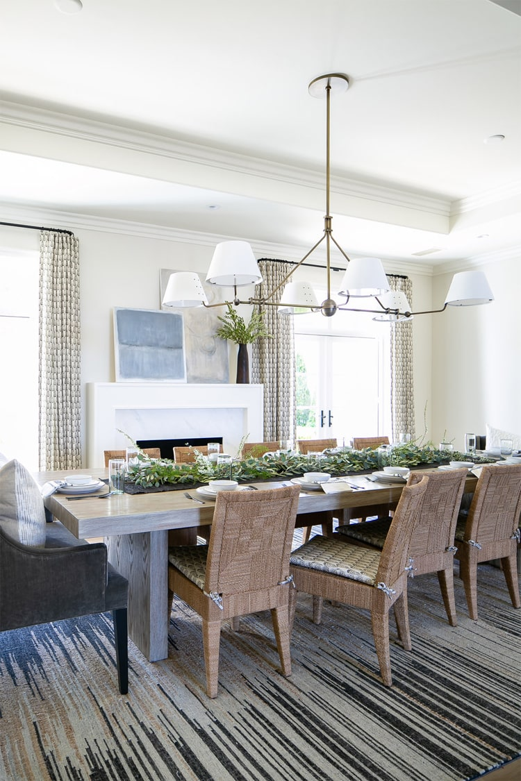 This beautiful dining space by Brooke Wagner Design is so beautiful!