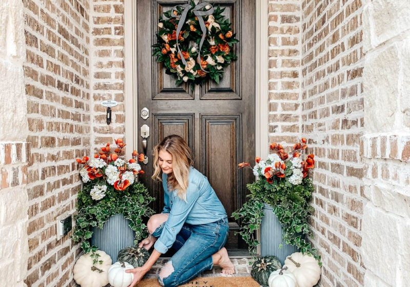 Cluster pumpkins on your porch. #ABlissfulNest #falldecor #fallporch