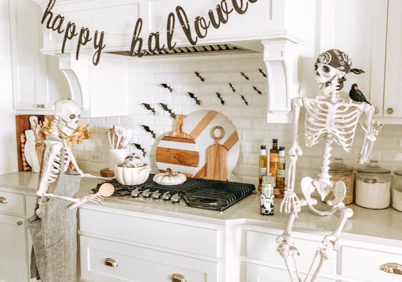 Simple + Easy Halloween decor ideas. Skeletons, pumpkins, flying bats. #ABlissfulNest #halloween #halloweendecor