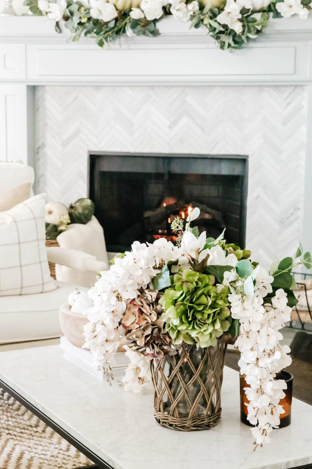 Beautiful faux flowers in this fall home tour. #ABlissfulNest #falldecoratingideas