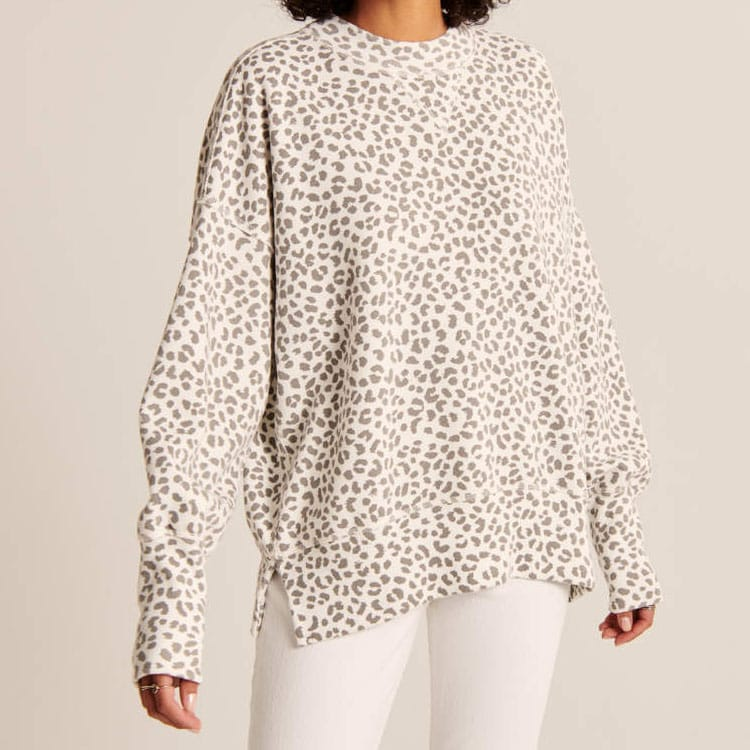 This leopard printed pullover is so cozy, cute and also would be a great holiday gift for her! #ABlissfulNest