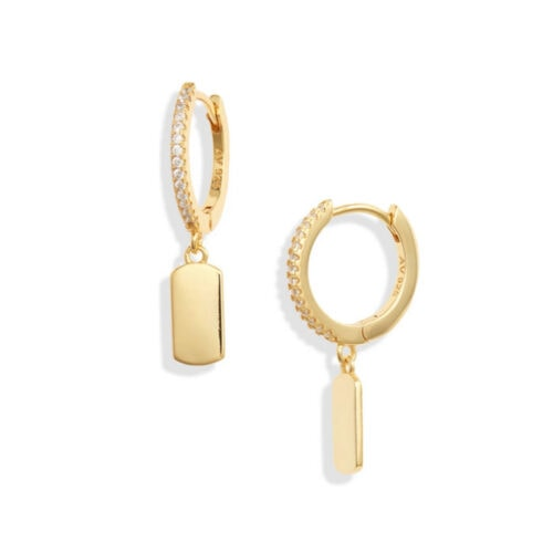 These gold bar drop earrings are so cute and simple - perfect gift idea! #ABlissfulNest